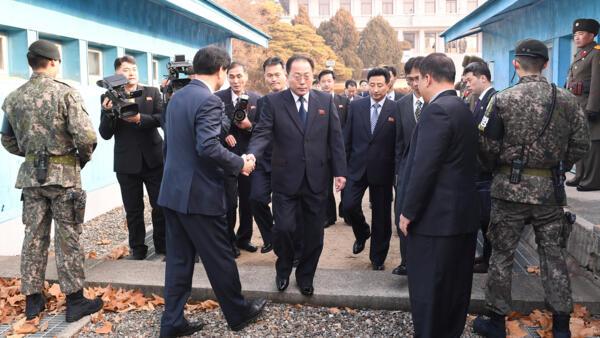 Representantes das duas Coreias se encontram em reunião sobre os Jogos Olímpicos de Pyeongchang