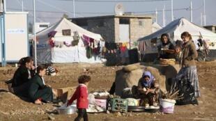 Des femmes et des enfants issus de la minorité yézidie dans le camp de Khanké, dans la province de Dohuk (Kurdistan irakien).