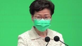 香港特首林郑月娥4月28日早出席会议前表示,会分两阶段让公务员复工
