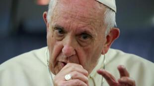 «Quand l'homosexualité se manifeste dès l'enfance, il y a beaucoup de choses à faire par la psychiatrie», a notamment déclaré François aux journalistes.