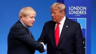 Thủ tướng Anh Boris Johnson và tổng thống Mỹ Donald Trump tại hội nghị NATO ở Watford, Anh quốc ngày 04/12/2019.