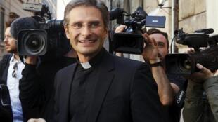 O padre Krysztof Charamsa nesta sábado (3), em Roma.