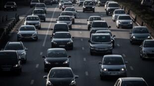 С 1 июля в Париже ужесточились нормы на въезд транспорта