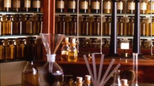 """En Grasse, el departamento de fragancias de Galimard crea con y para usted """"su"""" perfume personal. La casa conserva la fórmula de las esencias que componen su perfume para sus compras futuras."""