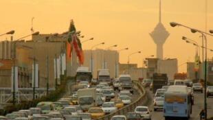 O Irã conta com uma indústria automobilística com 20 milhões de automóveis, sendo cerca de 50% da frota com mais de 25 anos.