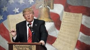 US Republican presidential candidate Donald Trump speaks at the South Carolina Tea Party Coalition Convention on 16 January, 2016.