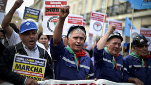 As medidas de austeridade impostas pelo governo português tem provocado várias manifestações nas ruas do país.