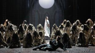 Michael Spyres (Rodolphe), Marion Lebègue (la Nonne), chœur accentus.