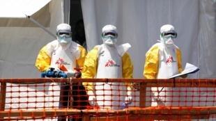 Des agents sanitaires au centre de traitement Ebola de Médecins sans frontières à Goma, République démocratique du Congo, le 4 août 2019.