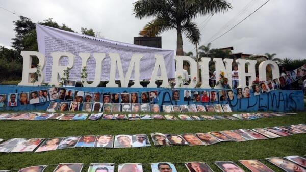 Fotos das vítimas de Brumadinho foram expostas na entrada da cidade.