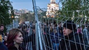 Митингующие против вырубки сквера в Екатеринбурге. Май 2019 г.