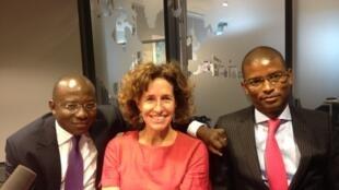 Didier Acouetey, Emmanuelle Bastide et Mamoudou Kane, dans le studio de 7 Milliards de voisins.