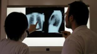 Na França, médicos protestam contra reforma na saúde.