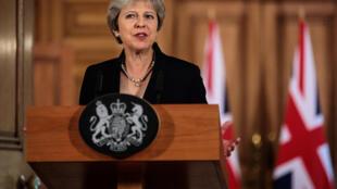 A primeira-ministra britânica Theresa May pediu à União Europeia que apresente uma alternativa às suas propostas para o Brexit.