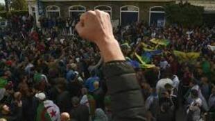 """A mobilizaçãqo do """"Hirak"""" continuou esta sexta-feira 21 de Fevereiro em Argel, precisamente um ano depois do início da contestação."""