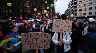Ativistas pró-independência se manifestam diariamente em Barcelona. 21/10/2019.