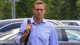 O principal opositor de Vladmir Putin, Alexei Navalny, pode ter sido envenenado na prisão, onde estava preso desde a quarta-feira passada por organizar uma manifestação vista como ilegal pelo governo.