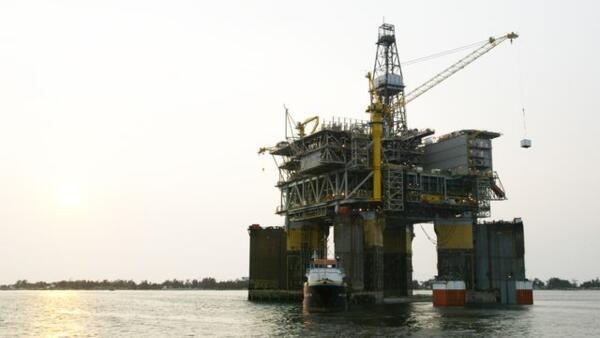 Plataforma petrolífera em Angola (imagem de ilustração)