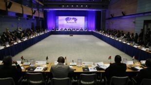 Representantes de varias naciones africanas presencian la apertura de la cumbre Estados Unidos - África, este 4 de agosto en Washington.