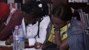 Aider les femmes qui débutent dans l'écriture à se lancer, est l'objectif des ateliers organisés à Douala et Yaoundé en ce mois de novembre par les Editions Adinkra.