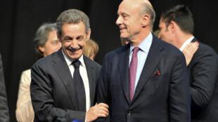 Former president Nicolas Sarkozy (L) and Bordeaux mayor Alain Juppé last year