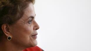 A crise política brasileira foi tema de destaque novamente no jornal Le Monde, desta vez com reportagem e editorial.