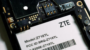 ZTE lệ thuộc vào chip điện tử của Mỹ để sản xuất điện thoại thông minh.