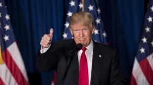 دونالد ترامپ: اطلاعاتی که دولتهای خارجی درباره رقیبانم در اختیار من قرار دهند، مداخله انتخاباتی محسوب نمیشود.