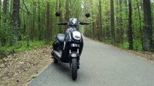 德國現對一款來自中國的電動摩托車維斯勒2進行了測試行駛