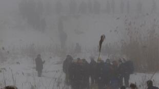 Силы безопасности и спасатели в густом тумане в 100 м от места крушения 29/01/2013