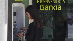 España  debe realizar el rescate público más caro de su historia, el de Bankia, una de  las grandes entidades del país que necesita 23.500 millones de euros, 19.000 de  los cuales está por determinar de dónde saldrán.