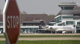 В аэропорту г.Страсбурга, 17 апреля 2010.