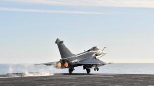 «L'Égypte musèle et emprisonne ses opposants mais a acheté l'avion Rafale à la France.»