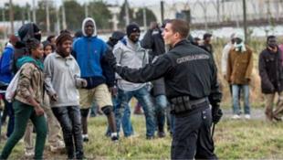 Мигранты в палаточном лагере Кале