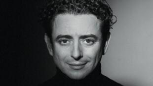 Designer de renommée internationale, Chafik Gasmi reste à 53 ans un talent inclassable.