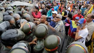 反對派集會期間與國民衛隊發生衝突2016年5月11日加拉加斯