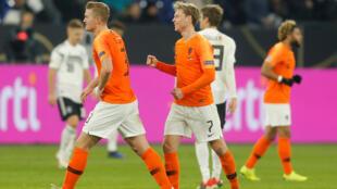 Frenkie De Jong et Matthijs de Ligt (Pays-Bas), après le match contre l'Allemagne, le 19 novembre 2018.