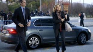 Infanta Cristina da Espanha chega ao tribunal com o marido, Inaki Urdangarin, na cidade de Palma de Mallorca, em janeiro de 2016.