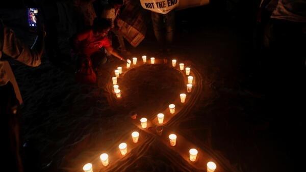 Manifestações são realizadas em vários país para marcar a Jornada Mundial de Luta contra a Aids, como na Índia