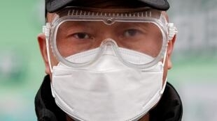 По данным ВОЗ на 27 февраля, в мире коронавирусом заразились более 81 тысячи человек, более 2760 пациентов умерли.