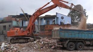 Residência é demolida na favela de Vila Autódromo, no Rio de Janeiro, no dia 28 de julho de 2015.