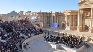Концерт российского симфонического оркестра Мариинского театра в Пальмире, Сирия. 5 мая 2016 г.
