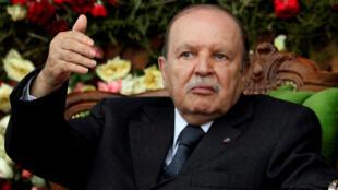 Presidente Abdelaziz Bouteflika anunciou que vai deixar o poder.