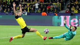 Erling Braut Haaland du Borussia Dortmund marque son premier but contre le PSG.