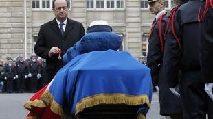 Francois Hollande in front of the coffin of Clarissa Jean-Philippe during a tribute at the Paris Prefecture January 13, 2015,