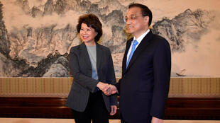 美国运输部长赵小兰和中国总理李克强会面资料图片