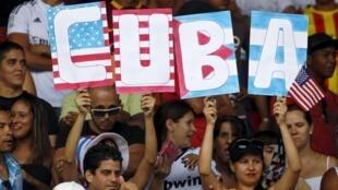 Cổ động viên Cuba trong một trận bóng với đội New York Cosmos, Havana 02/06/2015.