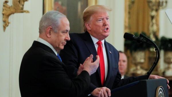 Donald Trump et Benyamin Netanyahu lors d'une conférence de presse conjointe autour d'une nouvelle proposition de plan de paix au Moyen-Orient à la Maison Blanche le 28 janvier 2020.