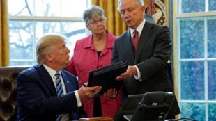 Novos decretos relativos ao meio ambiente deverão ser assinados esta semana por Donald Trump, segundo o jornal Washington Post.