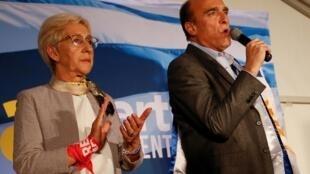 Le candidat de la gauche, Daniel Martinez, ici aux côtés de sa co-listière Graciella Villar, est arrivé en tête des élections générales en Uruguay ce dimanche 27 octobre 2019.